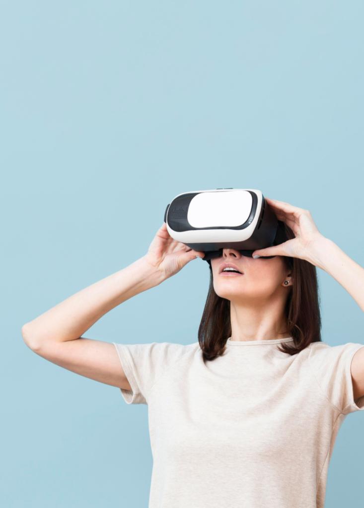 femme casque réalité virtuelle virtualis vr